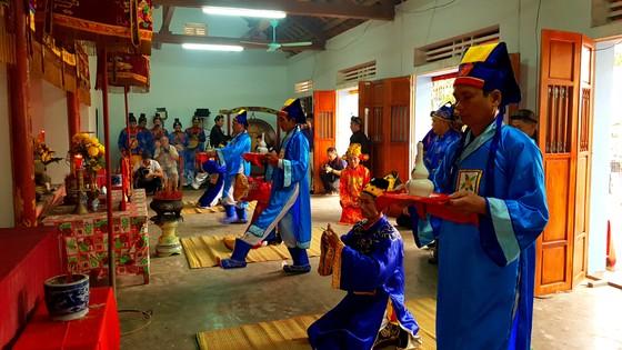 Lễ hội cầu ngư và xuất quân đánh cá tại làng biển Cảnh Dương ảnh 1