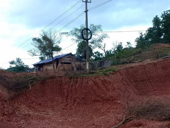 Quảng Bình: Huyện xóa mái tranh nghèo giúp dân, xã làm ngơ cho kẻ tù treo đến phá ảnh 2