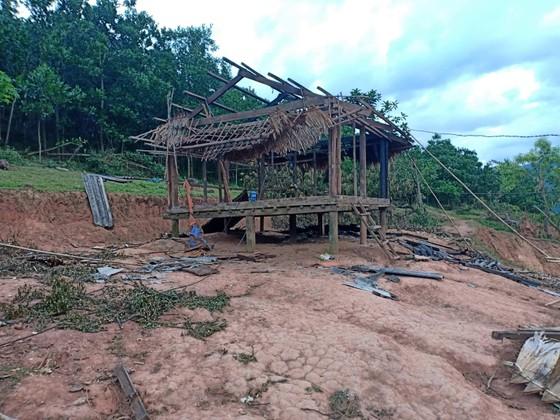Quảng Bình: Huyện xóa mái tranh nghèo giúp dân, xã làm ngơ cho kẻ tù treo đến phá ảnh 1