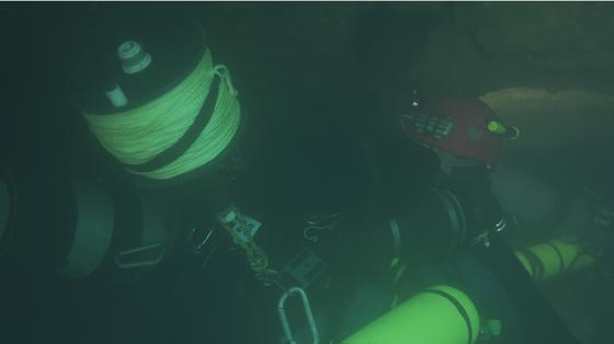 Nghẹt thở quang cảnh lặn sông ngầm bên dưới Sơn Đoòng ảnh 10