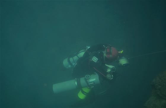 Nghẹt thở quang cảnh lặn sông ngầm bên dưới Sơn Đoòng ảnh 9