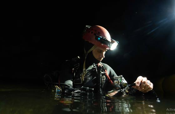 Nghẹt thở quang cảnh lặn sông ngầm bên dưới Sơn Đoòng ảnh 4
