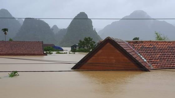 Mưa lớn, lũ dâng ngập Tân Hóa vượt mốc năm 2016 ảnh 2