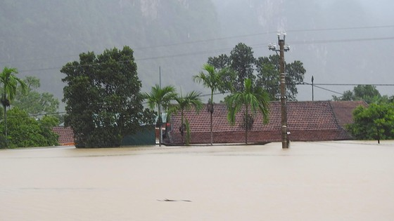Mưa lớn, lũ dâng ngập Tân Hóa vượt mốc năm 2016 ảnh 9