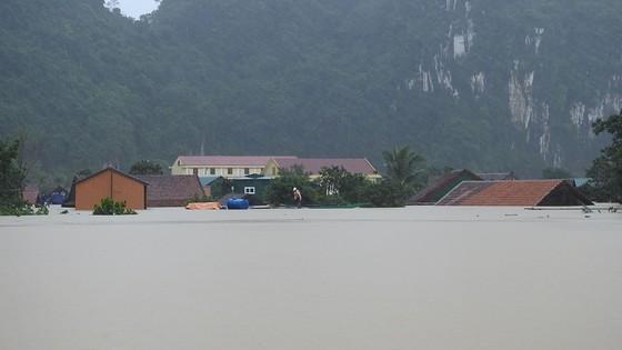 Mưa lớn, lũ dâng ngập Tân Hóa vượt mốc năm 2016 ảnh 10