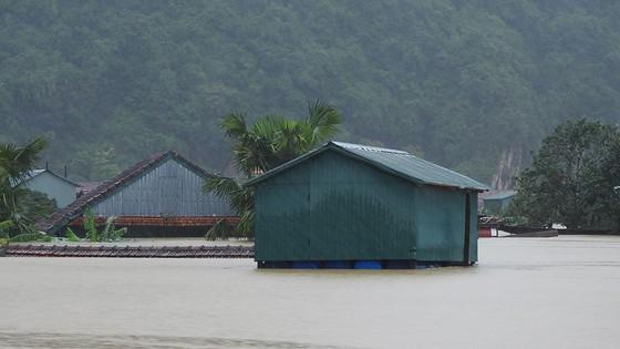 Mưa lớn, lũ dâng ngập Tân Hóa vượt mốc năm 2016 ảnh 11