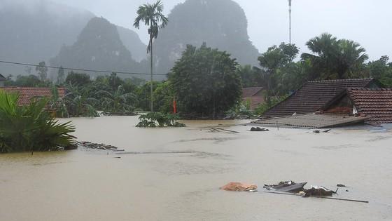 Mưa lớn, lũ dâng ngập Tân Hóa vượt mốc năm 2016 ảnh 14