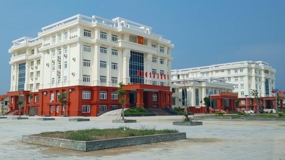 Quảng Bình: Sửa chữa các tòa nhà hàng trăm tỷ đồng bị nứt toác ảnh 4