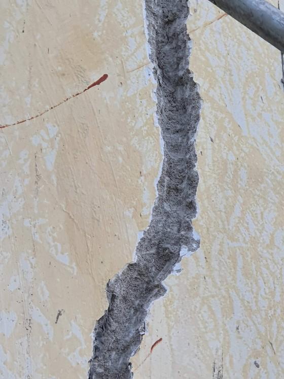 Quảng Bình: Sửa chữa các tòa nhà hàng trăm tỷ đồng bị nứt toác ảnh 3