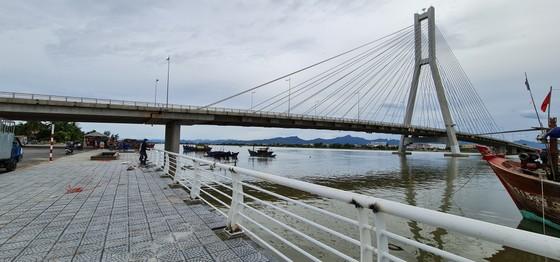 Đôi bờ sông Nhật Lệ bừng sáng sau khi được chỉnh trang  ảnh 12