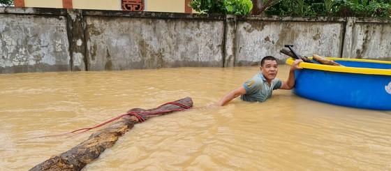 Hơn 12.000 nhà dân ở Quảng Bình ngập nặng ảnh 7