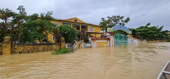 Hơn 12.000 nhà dân ở Quảng Bình ngập nặng ảnh 8
