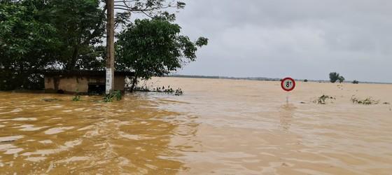 Hơn 12.000 nhà dân ở Quảng Bình ngập nặng ảnh 5