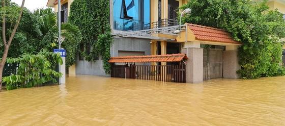 Hơn 12.000 nhà dân ở Quảng Bình ngập nặng ảnh 4