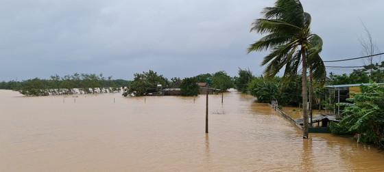 Hơn 12.000 nhà dân ở Quảng Bình ngập nặng ảnh 1