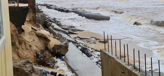 Công trình kè biển khu vực bãi tắm Nhật Lệ 2 vừa xây đã sụp đổ ảnh 2