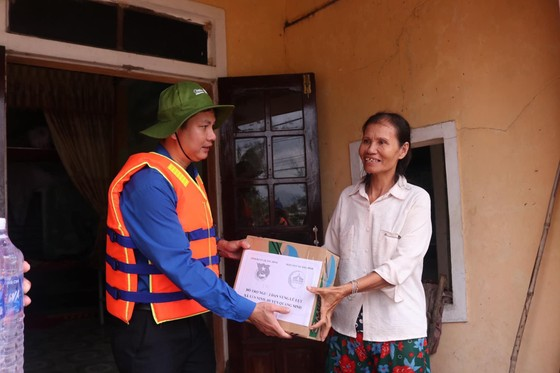 4 tỷ đồng ủng hộ người dân vùng lũ Quảng Bình ảnh 1