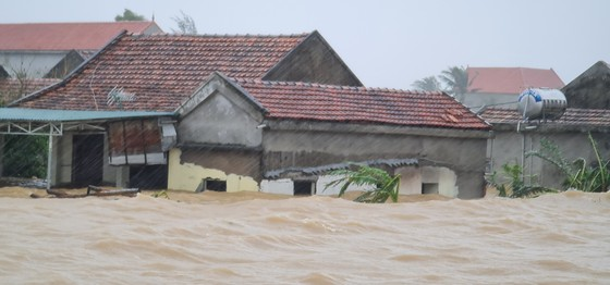 Lũ chồng lũ, hàng ngàn nhà dân ở Quảng Bình chìm trong biển nước ảnh 10