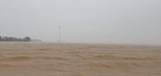 Lũ chồng lũ, hàng ngàn nhà dân ở Quảng Bình chìm trong biển nước ảnh 7