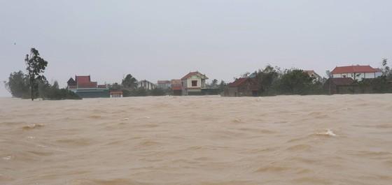 Lũ chồng lũ, hàng ngàn nhà dân ở Quảng Bình chìm trong biển nước ảnh 8