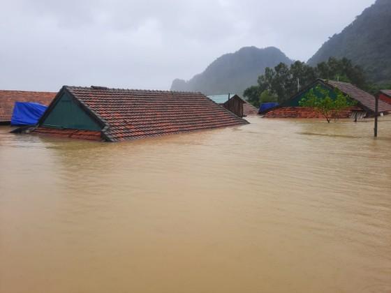 Lũ chồng lũ, hàng ngàn nhà dân ở Quảng Bình chìm trong biển nước ảnh 15