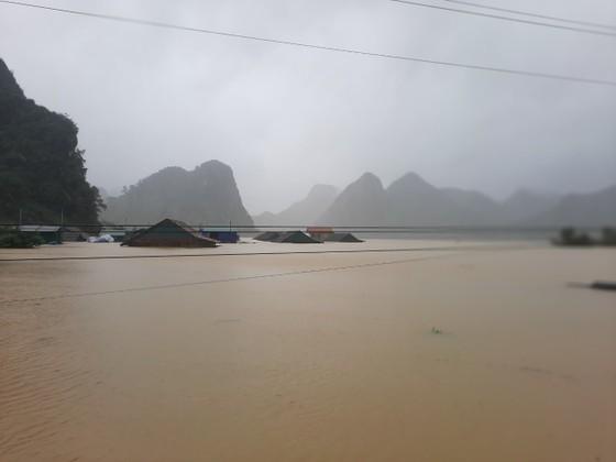 Lũ chồng lũ, hàng ngàn nhà dân ở Quảng Bình chìm trong biển nước ảnh 17