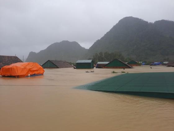 Lũ chồng lũ, hàng ngàn nhà dân ở Quảng Bình chìm trong biển nước ảnh 14