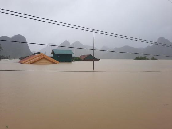 Lũ chồng lũ, hàng ngàn nhà dân ở Quảng Bình chìm trong biển nước ảnh 19