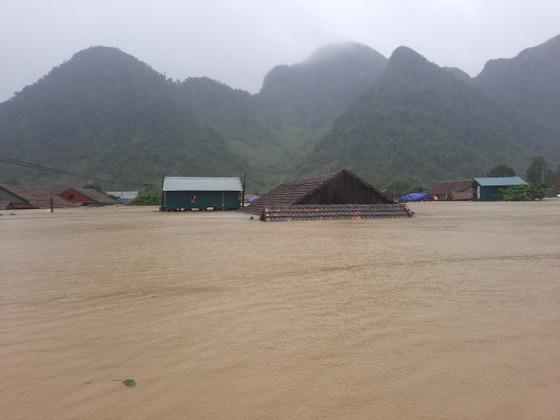 Lũ chồng lũ, hàng ngàn nhà dân ở Quảng Bình chìm trong biển nước ảnh 20
