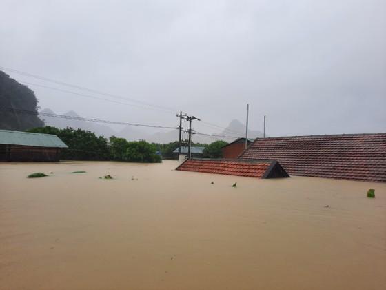 Lũ chồng lũ, hàng ngàn nhà dân ở Quảng Bình chìm trong biển nước ảnh 12