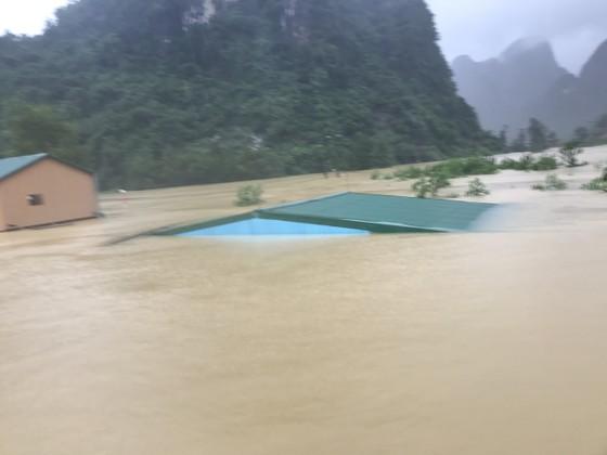 Lũ chồng lũ, hàng ngàn nhà dân ở Quảng Bình chìm trong biển nước ảnh 11