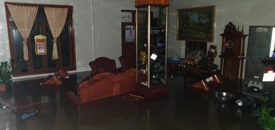 Quảng Bình: Giải cứu 20 người trong xe khách bị lũ cuốn trôi, 100.000 ngôi nhà ngập sâu ảnh 3