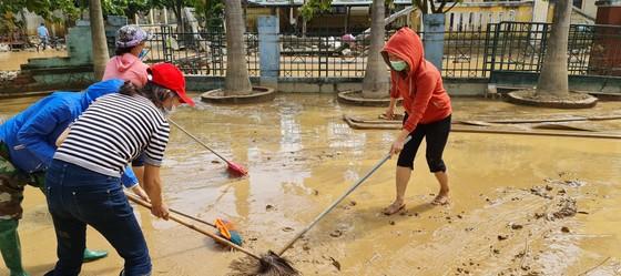 Quảng Bình: Hỗ trợ khẩn cấp 100 tỷ đồng cho hơn 100.000 hộ dân bị lũ lụt hoành hành ảnh 15