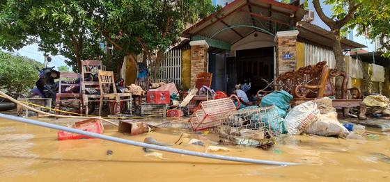 Quảng Bình: Hỗ trợ khẩn cấp 100 tỷ đồng cho hơn 100.000 hộ dân bị lũ lụt hoành hành ảnh 13