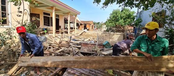 Quảng Bình: Hỗ trợ khẩn cấp 100 tỷ đồng cho hơn 100.000 hộ dân bị lũ lụt hoành hành ảnh 6