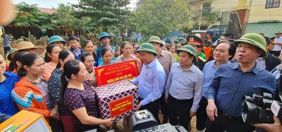 Thủ tướng Nguyễn Xuân Phúc làm việc với các tỉnh miền Trung về khắc phục hậu quả cơn lũ lịch sử ảnh 5