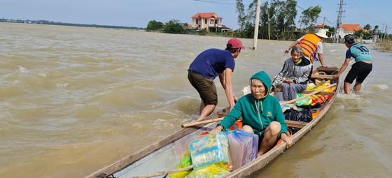 Quảng Bình: Hỗ trợ khẩn cấp 100 tỷ đồng cho hơn 100.000 hộ dân bị lũ lụt hoành hành ảnh 12