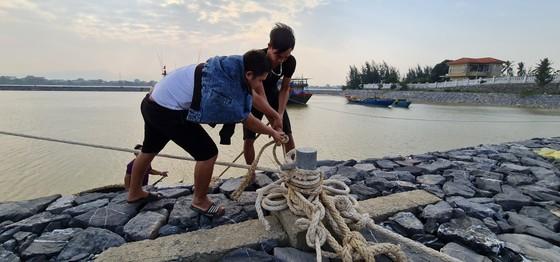 Hàng trăm người dân đảo Cồn Cỏ di tản xuống hầm trú bão ảnh 11