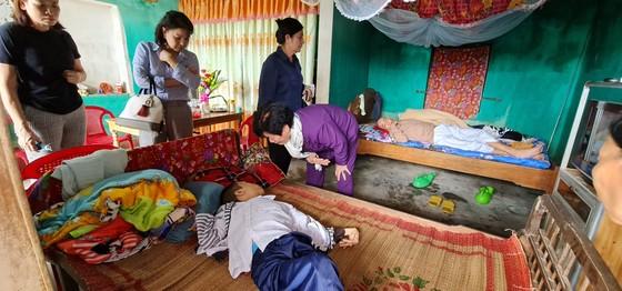 Tặng quà những gia đình khó khăn tại Quảng Bình và Quảng Trị ảnh 1