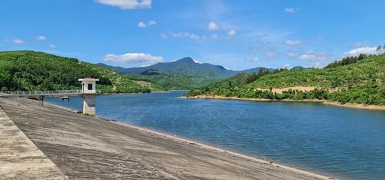 Chịu khát bên hồ chứa hơn 11 triệu khối nước ảnh 4