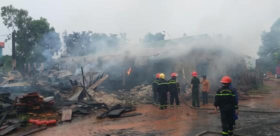 Xưởng gỗ trong khu công nghiêp tại Quảng Bình bị thiêu rụi lúc sáng sớm ảnh 2