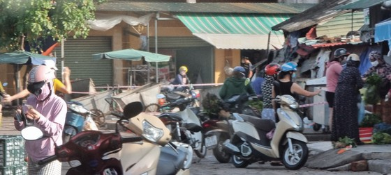 Bí thư Tỉnh ủy Quảng Bình yêu cầu phường giải trình việc người dân đi chợ ở nơi có ổ dịch Covid-19 ảnh 1