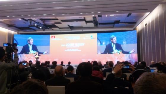 """Cựu ngoại trưởng John Kerry: Sử dụng nhiên liệu hóa thạch """"đang đặt sinh mạng chúng ta trong rủi ro"""" ảnh 2"""