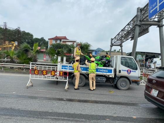 Tạm giữ 9 xe phân khối lớn đi vào cao tốc Hà Nội - Thái Nguyên ảnh 1
