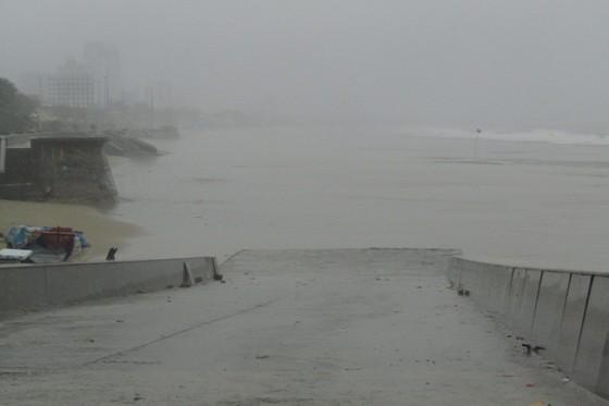 Vũng Tàu - Bến Tre mưa lớn, gió giật mạnh, Khánh Hòa - Ninh Thuận ngập lụt, đường sắt tê liệt  ảnh 7