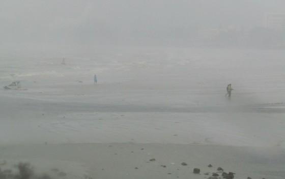 Vũng Tàu - Bến Tre mưa lớn, gió giật mạnh, Khánh Hòa - Ninh Thuận ngập lụt, đường sắt tê liệt  ảnh 8