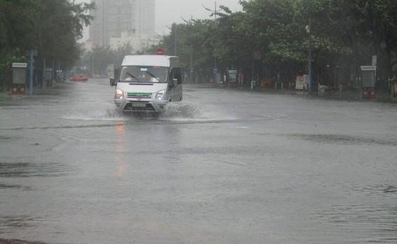 Vũng Tàu - Bến Tre mưa lớn, gió giật mạnh, Khánh Hòa - Ninh Thuận ngập lụt, đường sắt tê liệt  ảnh 10