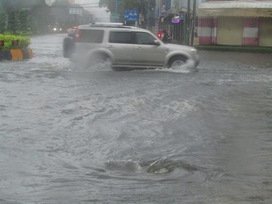Vũng Tàu - Bến Tre mưa lớn, gió giật mạnh, Khánh Hòa - Ninh Thuận ngập lụt, đường sắt tê liệt  ảnh 5