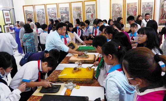 Triển lãm gần 200 hình ảnh, bút tích của Chủ tịch Hồ Chí Minh tại Cần Thơ ảnh 2