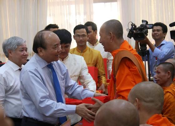 Thủ tướng chung vui Tết cổ truyền Chôl Chnăm Thmây với đồng bào Khmer ảnh 4